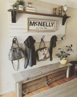 Creative Farmhouse Entryway Decorating Ideas16