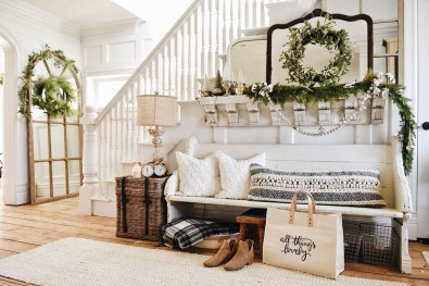 Creative Farmhouse Entryway Decorating Ideas28
