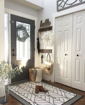 Creative Farmhouse Entryway Decorating Ideas33