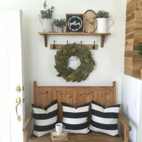 Creative Farmhouse Entryway Decorating Ideas45