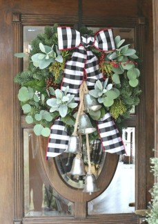 Incredible Farmhouse Christmas Decor And Design Ideas On A Budget30