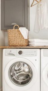 Popular Farmhouse Laundry Room Decorating Ideas27