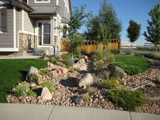 Pretty Front Yard Rock Garden And Landscaping Ideas08