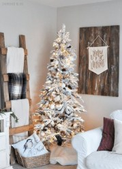 Amazing Christmas Decorating Ideas For Small Spaces03