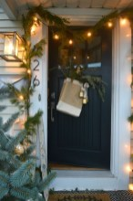 Amazing Christmas Decorating Ideas For Small Spaces23
