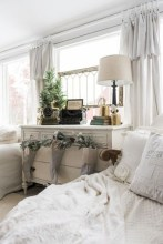 Amazing Christmas Decorating Ideas For Small Spaces25