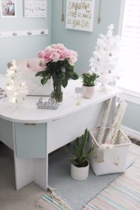 Amazing Christmas Decorating Ideas For Small Spaces36