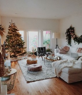 Comfy Christmas Living Room Decoration Ideas18