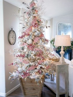 Fascinating Christmas Tree Decoration Ideas09
