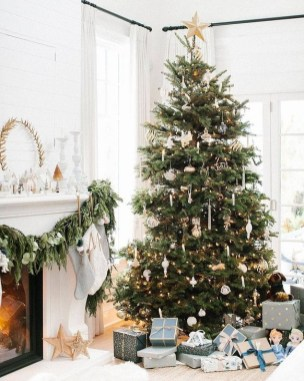 Fascinating Christmas Tree Decoration Ideas17