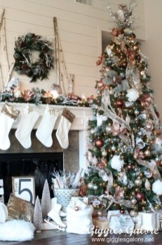 Gorgeous Rustic Christmas Tree Decoration Ideas34