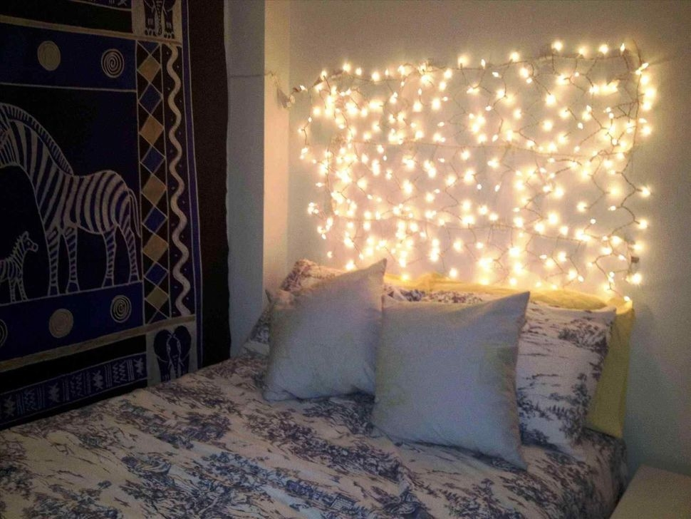 Magnificient Christmas Lighting Bedroom Ideas34