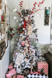Modern Farmhouse Christmas Tree Ideas38