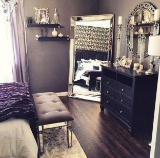 Stunning White Black Bedroom Decoration Ideas For Romantic Couples42