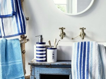 Cozy Coastal Style Nautical Bathroom Designs Ideas32