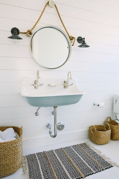 Cozy Coastal Style Nautical Bathroom Designs Ideas46