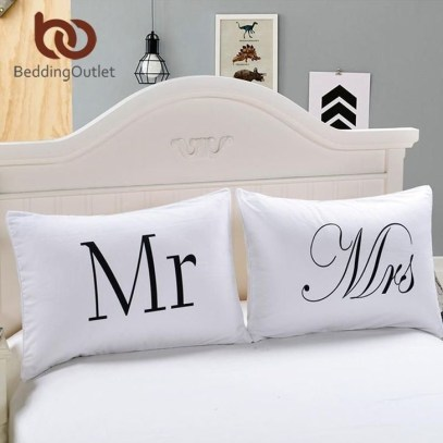 Cute Valentine Bedroom Decor Ideas For Couples06
