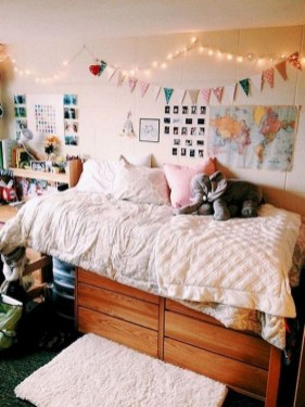 Lovely Dorm Room Organization Ideas On A Budget39