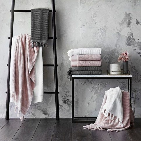 Pretty Master Bathroom Decoration Ideas For Valentines Day18