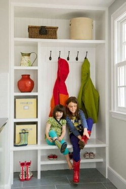 Awesome Rustic Mudroom Bench Decorating Ideas On A Budget09