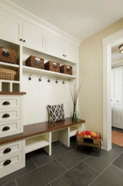 Awesome Rustic Mudroom Bench Decorating Ideas On A Budget17
