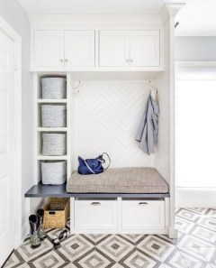 Awesome Rustic Mudroom Bench Decorating Ideas On A Budget19