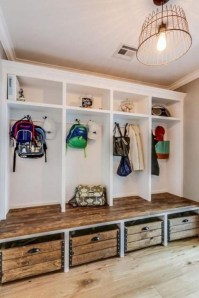 Awesome Rustic Mudroom Bench Decorating Ideas On A Budget22