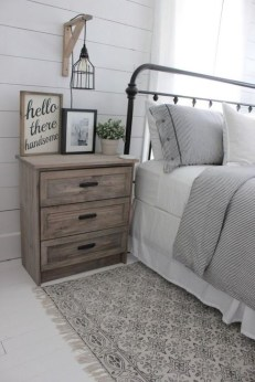 Comfy Urban Farmhouse Master Bedroom Design Ideas11