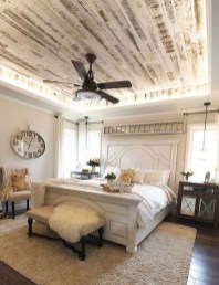 Comfy Urban Farmhouse Master Bedroom Design Ideas32
