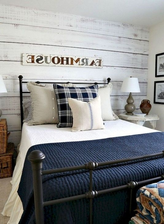 Comfy Urban Farmhouse Master Bedroom Design Ideas38