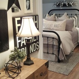 Inspiring Farmhouse Style Master Bedroom Decoration Ideas15