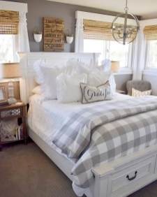 Inspiring Farmhouse Style Master Bedroom Decoration Ideas24