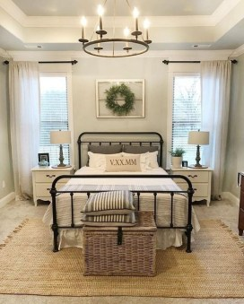 Inspiring Farmhouse Style Master Bedroom Decoration Ideas38