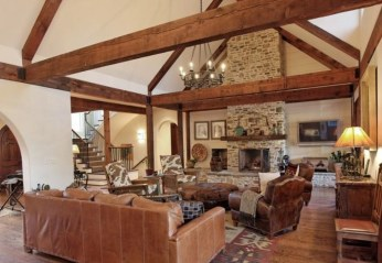 Amazing Living Rooms Design Ideas With Exposed Wooden Beams 02