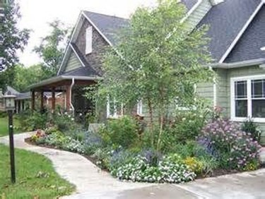 Enchanting Front Of House Landscaping Ideas06