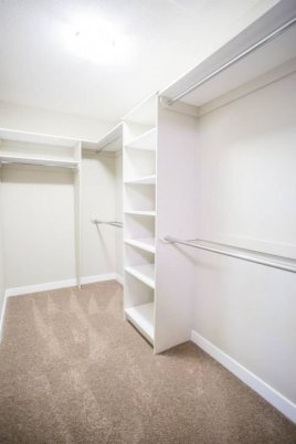 Impressive Walk In Closet Organization Ideas06