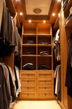 Impressive Walk In Closet Organization Ideas15