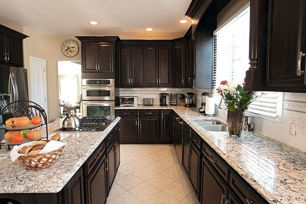 Magnficient Small Kitchens Ideas With Dark Cabinets12