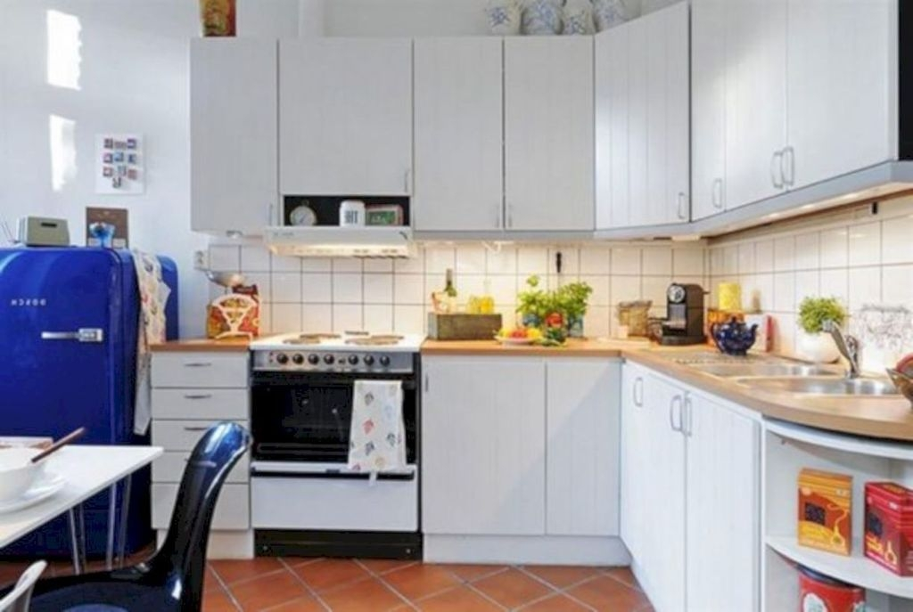 Magnficient Small Kitchens Ideas With Dark Cabinets26
