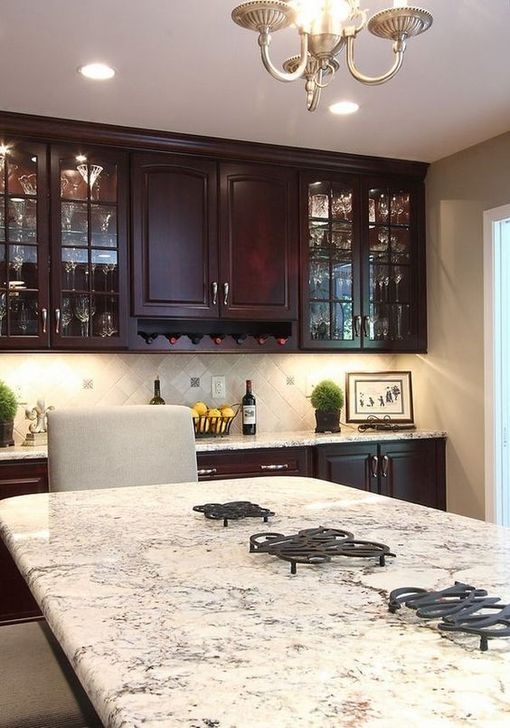 Magnficient Small Kitchens Ideas With Dark Cabinets32