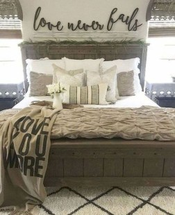 Awesome Bedroom Decor Ideas With Farmhouse Style 23