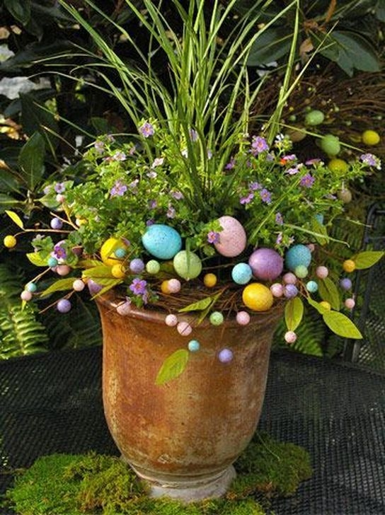 Charming Easter Ideas For Outdoor Decorations 02