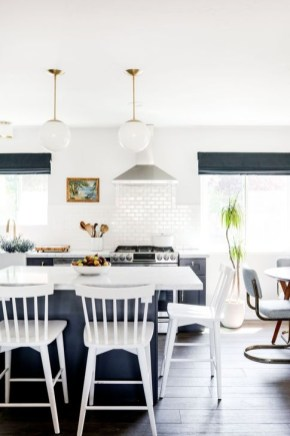 Lovely White Backsplash Design And Decor Ideas For Kitchen 27