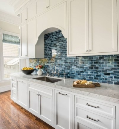 Lovely White Backsplash Design And Decor Ideas For Kitchen 28