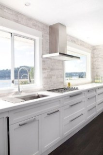 Lovely White Backsplash Design And Decor Ideas For Kitchen 46