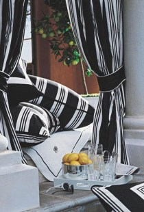 Relaxing Black And White Decor Ideas For Your Room 27