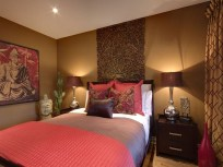 Comfy Red Bedroom Decorating Ideas For You 13