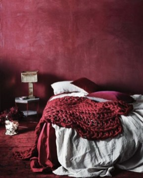 Comfy Red Bedroom Decorating Ideas For You 16