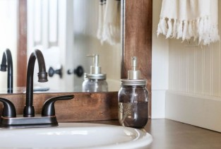 Lovely Farmhouse Bathroom Makeover Ideas To Try Right Now 25