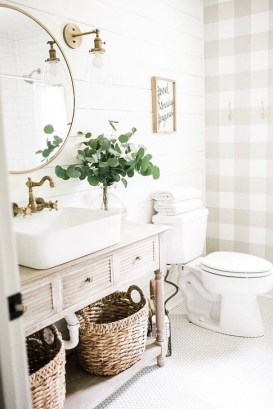 Lovely Farmhouse Bathroom Makeover Ideas To Try Right Now 33
